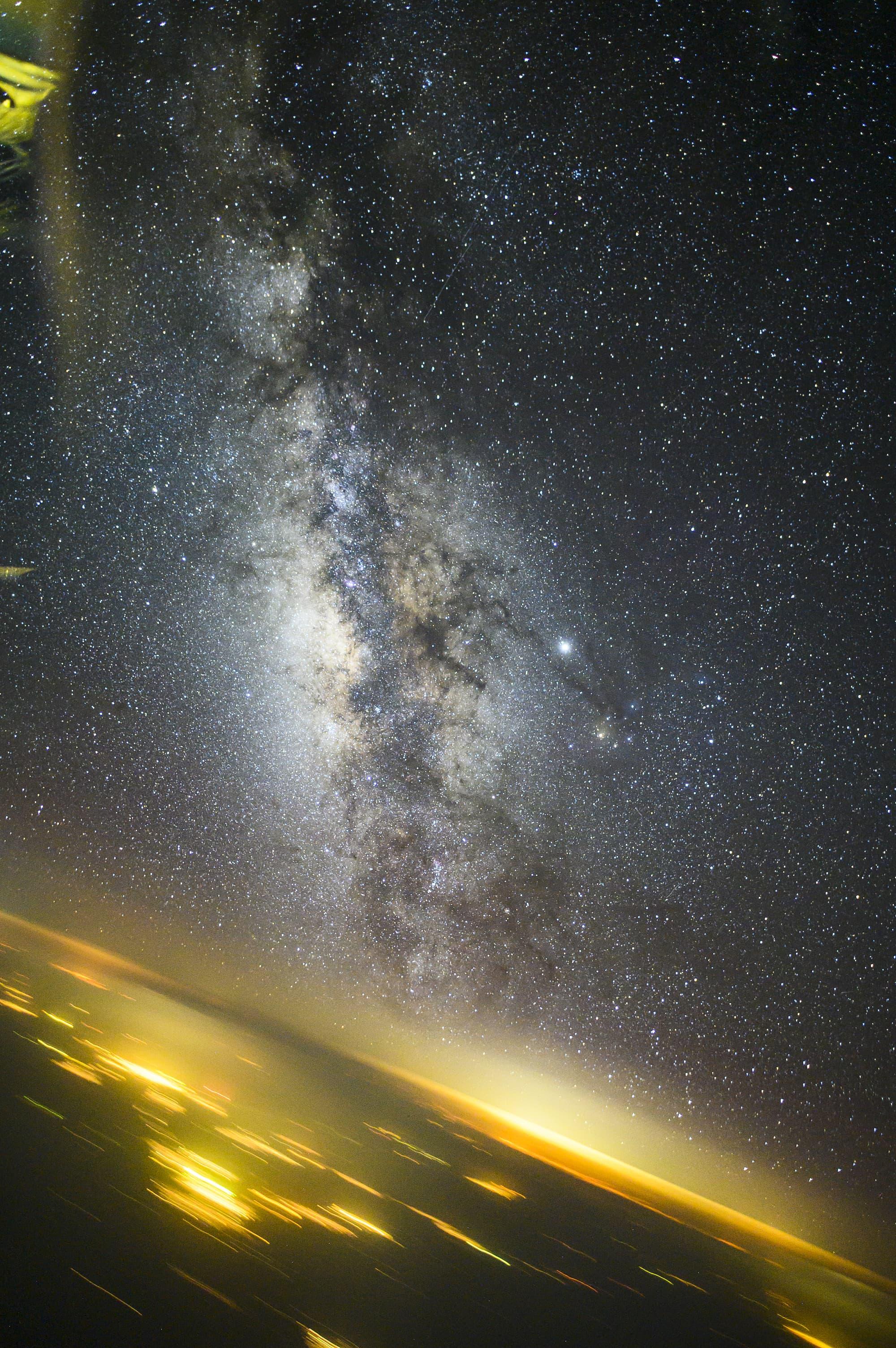 Milchstraße, Jupiter und Teheran aus Reiseflughöhe