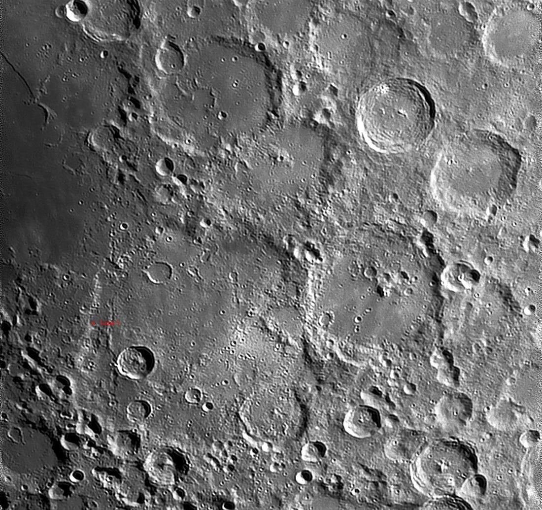 Eine mögliche Absturzstelle von LUNA 5 im großen Krater Deslandres