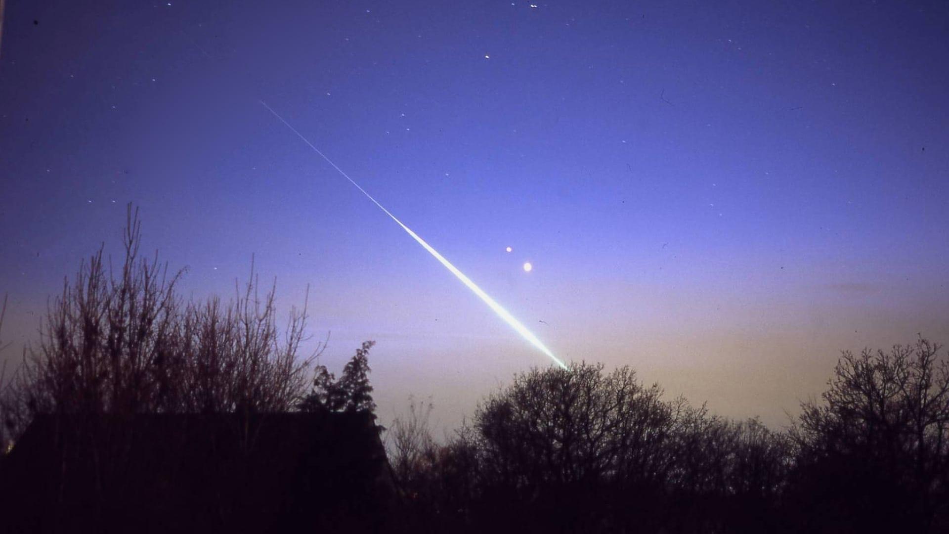 Feuerkugel bei den Riesenplaneten Jupiter und Saturn