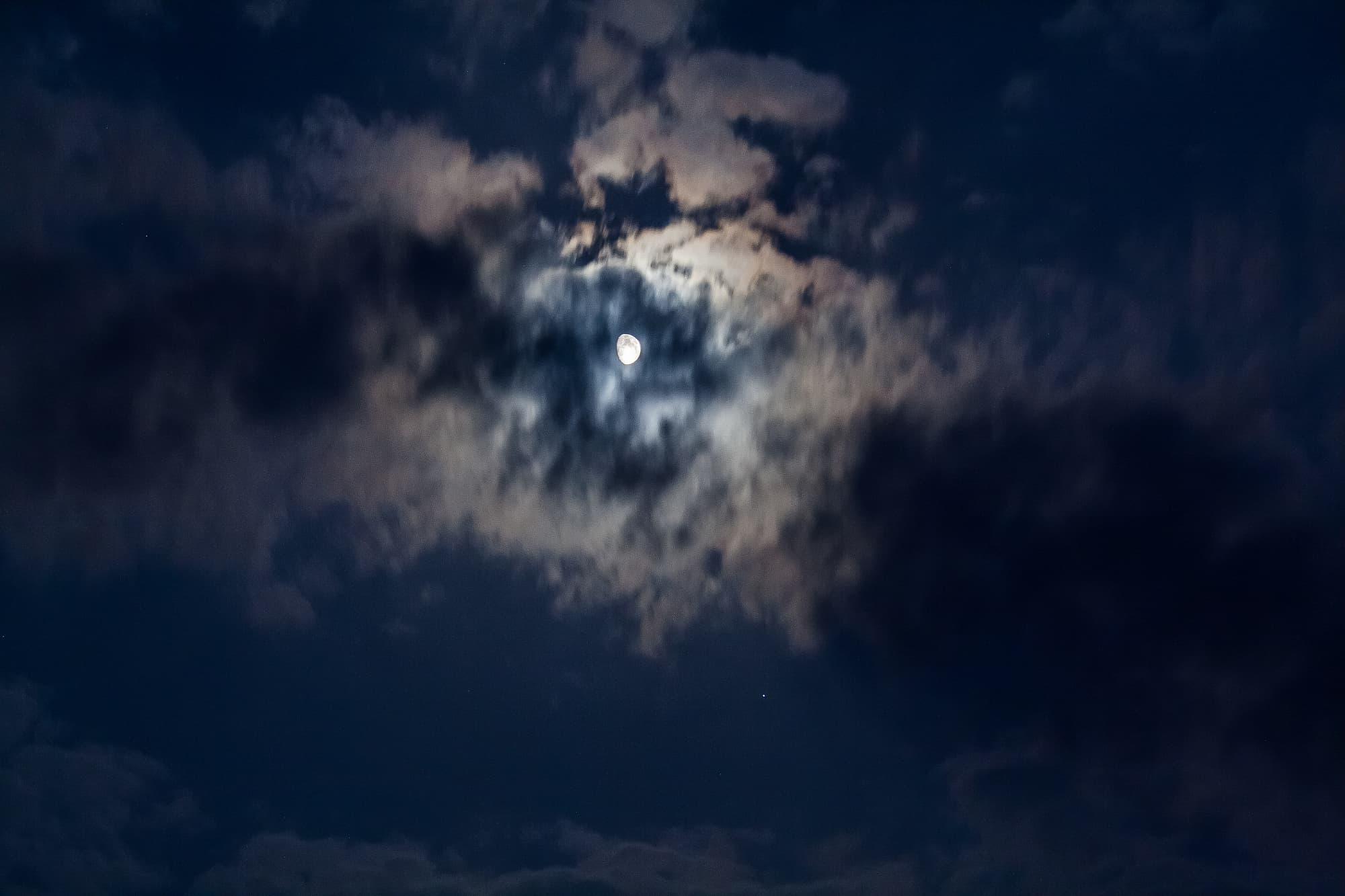 Mond trifft auf Spica...