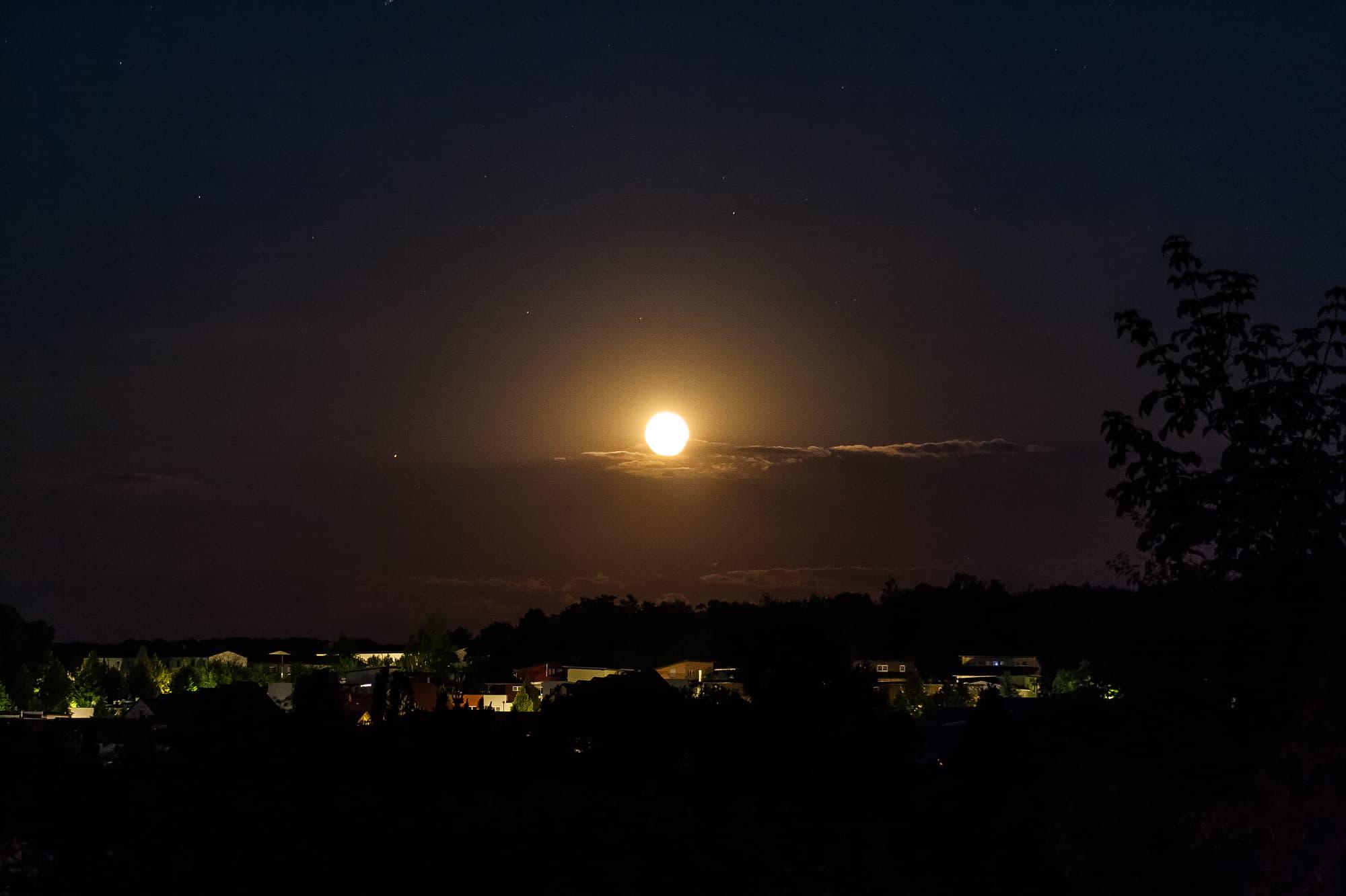 Mond und Saturn gehen gemeinsam auf...