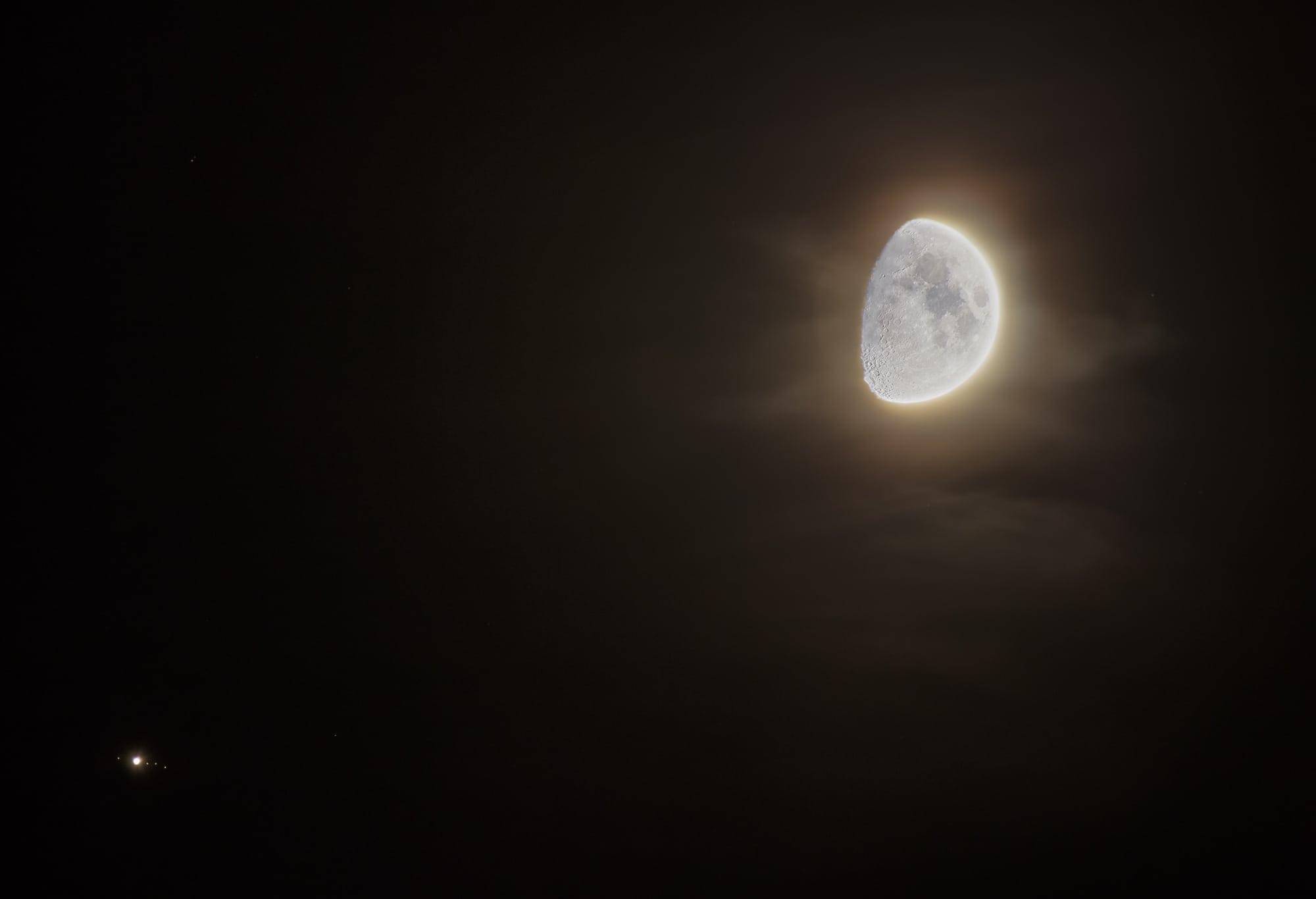 Mond trifft Jupiter am 9. August 2019