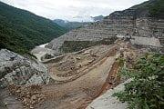 Erdrutsche und Flutwellen: Staudamm-Krise bedroht Hunderttausende