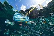 Mittelmeer: Bei Korsika treibt eine große Plastikinsel im Meer